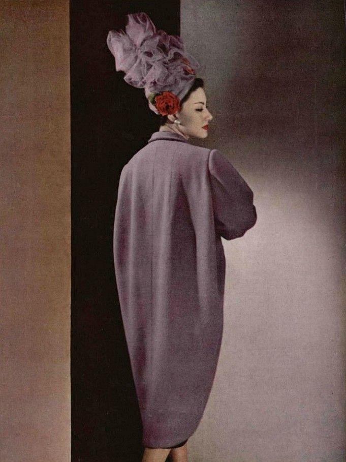 de l'Elégance, de la Ligne, de l'Audace L'Officiel #301, 1947 Photographer: Philippe Pottier Balenciaga, Spring 1947