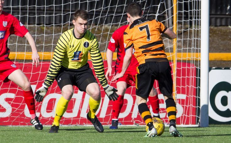 Queen's Park's Wullie Muir closes the angles down during the Ladbrokes League One game between Alloa Athletic and Queen's Park.