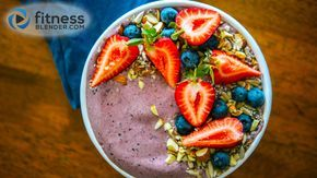 Blueberry-Banana and Cacao Smoothie Bowl: A perfect pre workout snack! What's your favorite smoothie combination?
