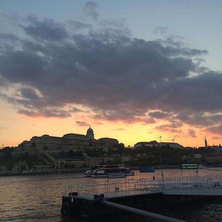 #picoftheday #holiday #weekend #hongrie #budapest #tourism #travel #family #landscape #danube #sunset #evening #yesterday #mashallah #cbo #nofilter #bestmoments #instapic #instadaily #instamood #instatourist #instacool #instagood #instabest #instatourist #instabudapest #instafamily http://tipsrazzi.com/ipost/1504923358507891003/?code=BTij9I2DPk7