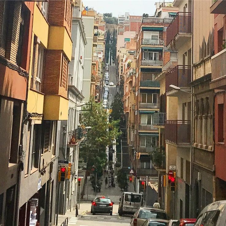 The neighborhood close to Park Güell in Barcelona has extremely height difference that the citizens have escalators in the streets. That's kind of awesome #barcelona #danishadventurer