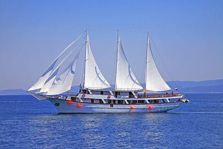 Okružní plavba 2 - Střední a Jižní Dalmácie: http://www.novalja.cz/chorvatsko/plavby-lodi/plavba-lodi-stredni-a-jizni-dalmacie/