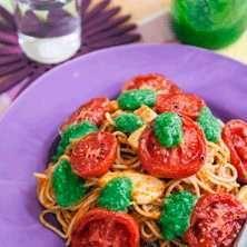 Pontus pasta med pesto bakade tomater och mozzarella