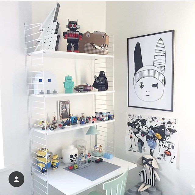 #stringshelfie of the day by @willieandmillie #scandinavian#classic#modularsystem#shelvingsystem#stringshelves#madeinsweden