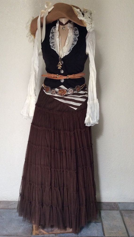 FREE OVERNIGHT SHIPPING Deluxe Adult Women's Victorian / Steampunk Pirate Halloween Costume Including Belts & Jewelry - Large
