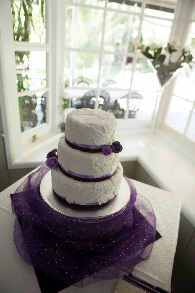 White and purple lace  appliqué  wedding cake
