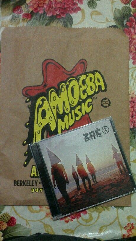 Por fin tenemos nuestro disco de Zoé mami @Marleni Escobar !!! #Reptilectric #AmoebaMusic ❤✌⚡