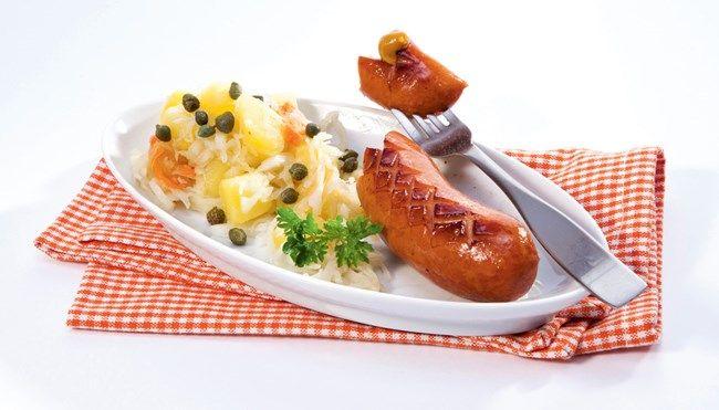 Marinoitu peruna-hapankaalisalaatti. Maistuvaa makkaran tai lihapullien lisukkeena.