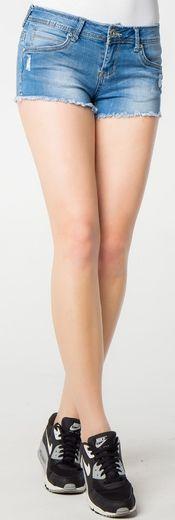 A na bardzo ciepłe, letnie dni polecamy krótkie spodnie jeansowe - szorty dżinsowe ;) Świetnie sprawdzą się w wysokich temperaturach, a przy okazji Twoje nogi zostaną muśnięte słońcem i będą jeszcze piękniejsze! ☀☀