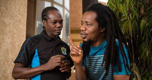 Le Burkina Faso à l'épreuve du terrorisme (6/6). Pour désamorcer les tensions religieuses, les humoristes ivoiriens Zongo et Tao s'en donnent à cœur joie.
