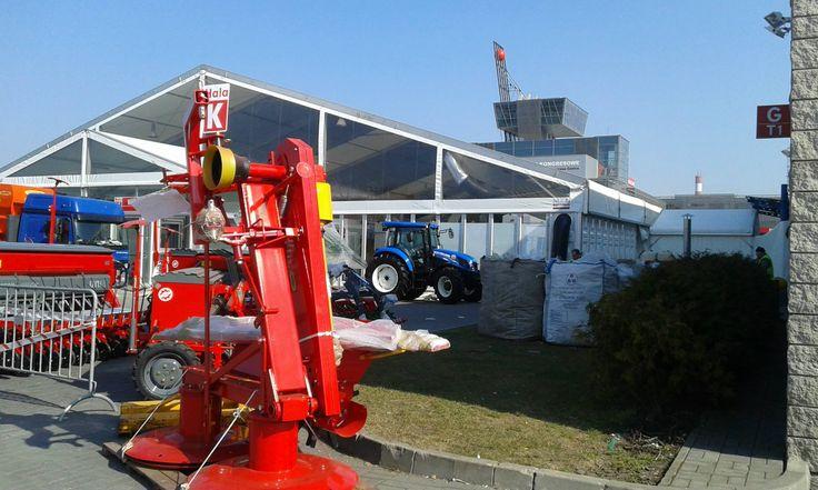 Niektóre maszyny jeszcze przed halami #agrotech #targikielce