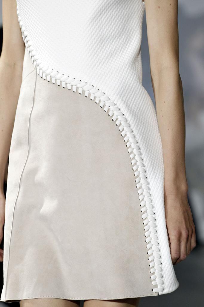 MISTURA DE TECIDOS!  Shape, stitch & texture: dress closeup, fashion details // Phillip Lim Spring 2015 v