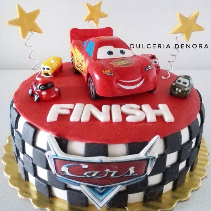 Y aquí va Rayo McQueen directo a este cumpleaños de #cars! Nos encantan las tortas infantiles, siempre ...