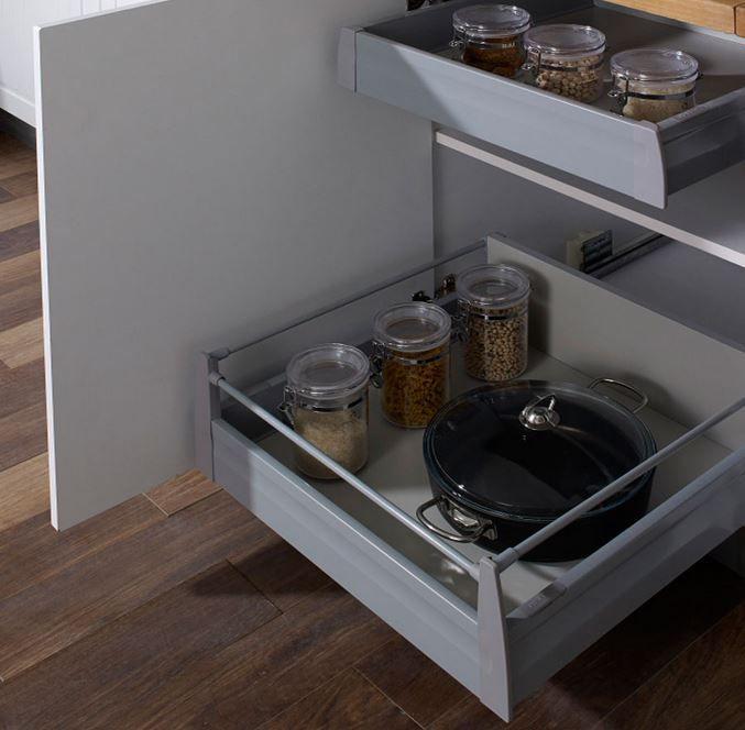 Mutfak iç çekmecelerinizi bu sistemle daha kullanışlı bir hale getirebilirsiniz. İç çekmece sistemlerini satın alabilir ya da özel olarak yaptırabilirsiniz. Koçtaş mobilyanın dekoratif �