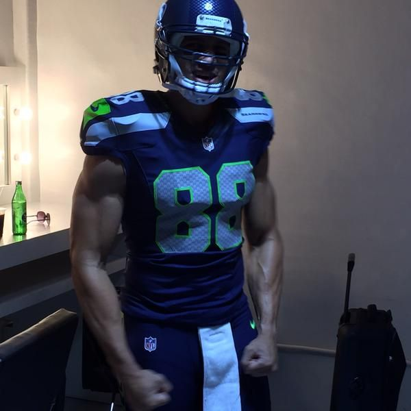 PHOTO: Jimmy Graham Looking Jacked in His Seattle Seahawks Uniform | FatManWriting