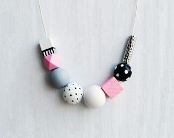 Collana geometrica dipinta a mano, collana dichiarazione pastello, colore blocco collana, collana fatta a mano, collana in legno pois rosa pastello