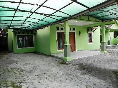 2 Rumah dlm 1 Pekarangan SHM - Full kramik, Garasi. Kawasan hunian sejuk, asri, nyaman dan aman. Lokasi Dusun Sanggrahan Purwomartani KALASAN. Listrik 900 watt untuk tiap rumah... http://iklanpagi.com/