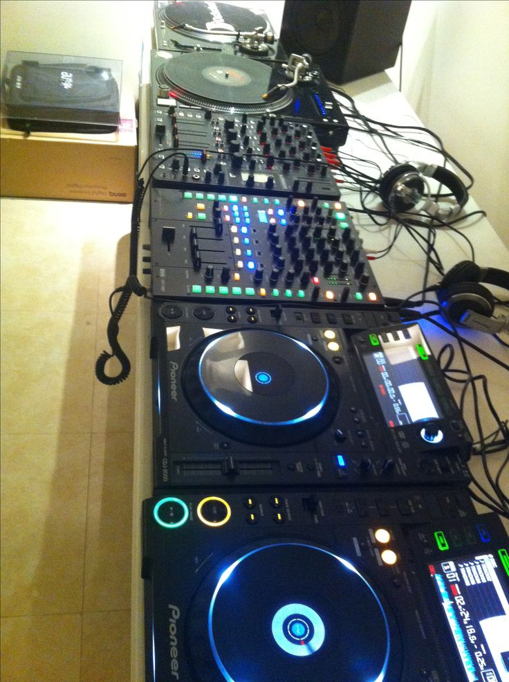 My DJ booth: 2x Pioneer CDJ 2000, 2x Technics 1210 M5G, Allen and Heath Xone DB4 and Rane Sixty-Eight