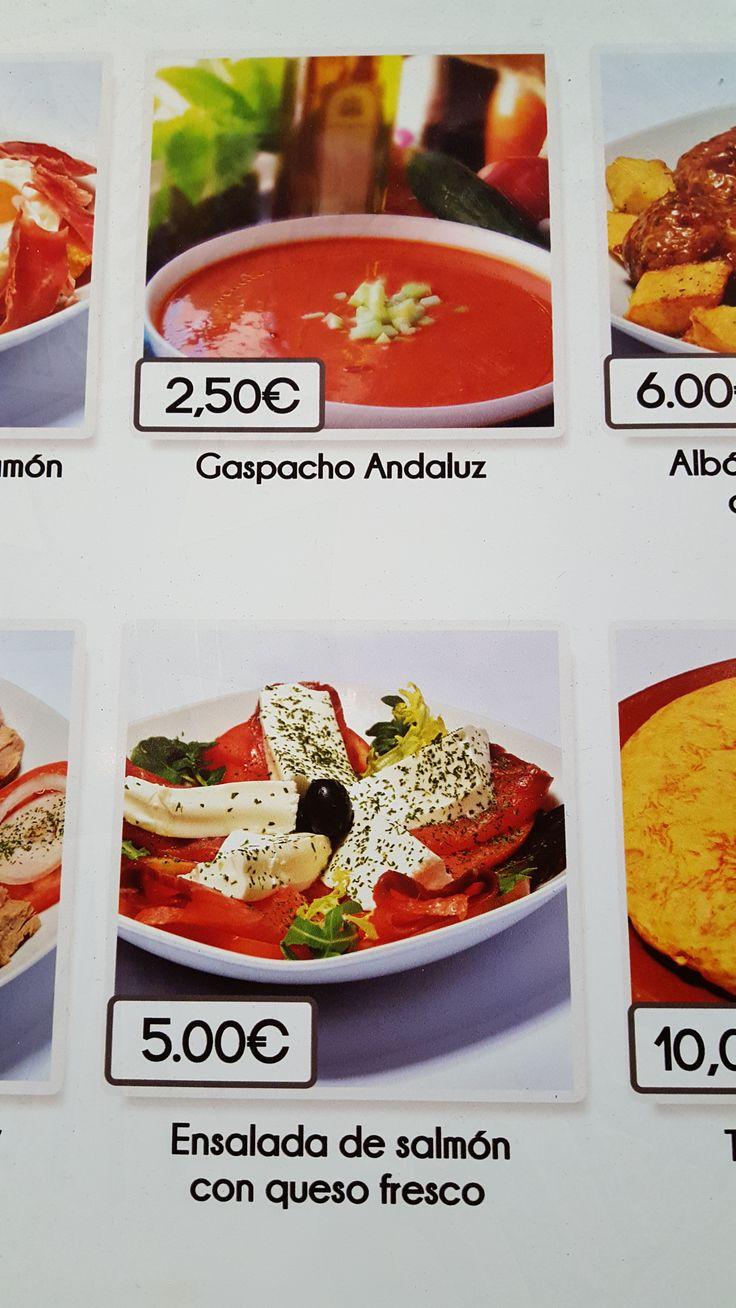 """Esta foto fue tomada de un cartel de un establecimiento en Madrid. Como puede apreciarse (no sé porque la foto sale torcida) en la foto, aparece escrito """"gaspacho"""" con S, en vez de con Z. Error garrafal para tratarse de un local español supuestamente """"castizo""""."""