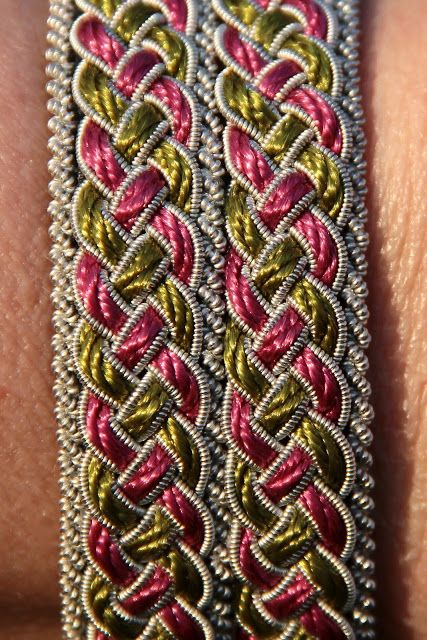 Halmoxen: Om tenntrådsarmband med rosa och grön nylontråd | braid made with scandinavian spun tin/pewter thread and satin cords