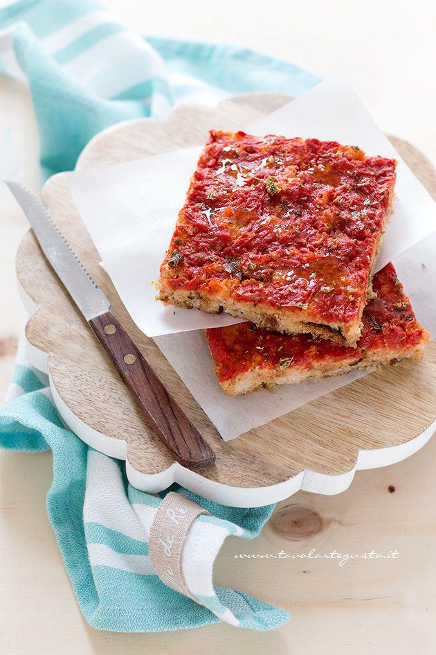 Pizza di Pane: come ricilcare il pane raffermo - http://www.tavolartegusto.it/2015/10/01/pizza-di-pane/