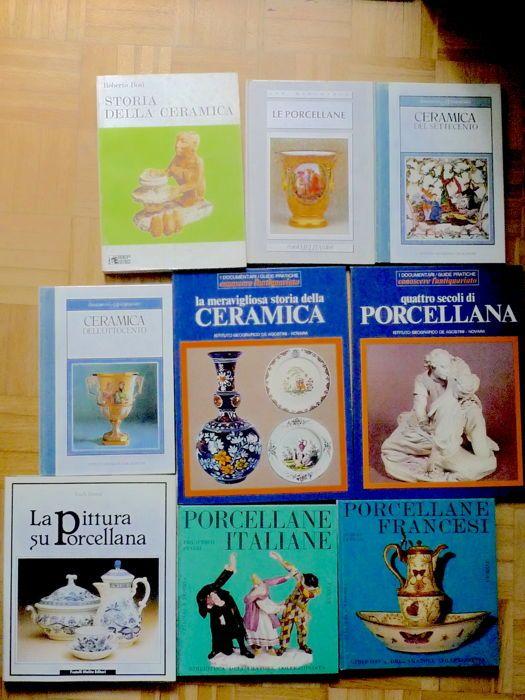 Veel bestaande uit 9 boeken met betrekking tot aardewerk en porselein  De volumes werden gedrukt in 1964Land: Italië.Conditie: In zeer goede conditie er zijn geen gebreken geen vlekken en scheuren.Out-of-print edities waarvan 8 met hardcover.1. Bosi R. Storia della Ceramica Faenza Editrice 1974 pp. 272 ca. 26 x 19 cm2. Haslam M. La meravigliosa storia della Ceramica Istituto Geografico De Agostini 1972 pp. 64 ca. 30 x 23 cm3. kussen J. Quattro secoli di Garbarino Istituto Geografico De…