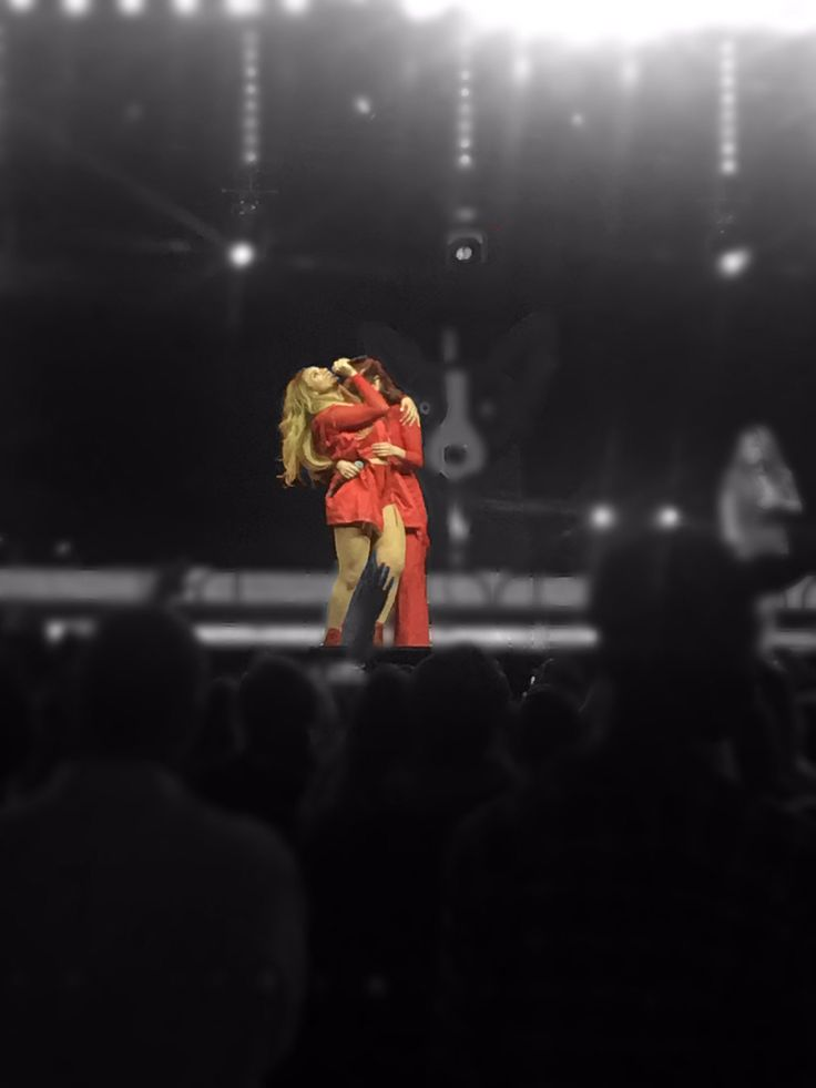 "5HonTour on Twitter: ""Lauren and Dinah on stage (via @erinkate99) #FamilyGras2017 https://t.co/bEs9ZiLq56"""