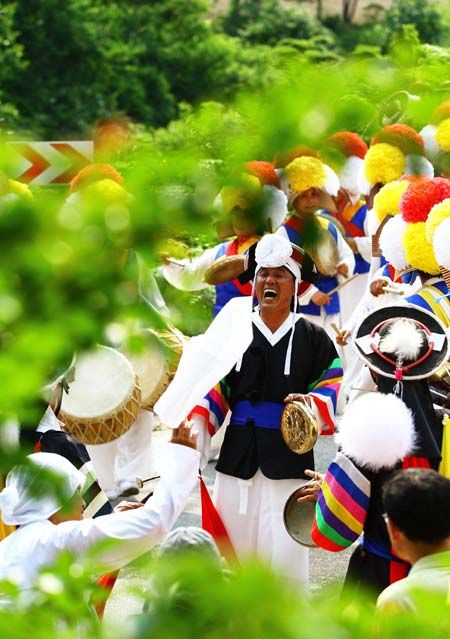 """Nongak,"" Korean traditional farmers' music and dance, made its way into the United Nations Educational, Scientific and Cultural Organization (UNESCO)'s list of intangible cultural heritages Friday, becoming Korea's 17th cultural heritage included on the list."