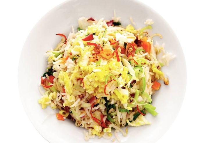 Kijk wat een lekker recept ik heb gevonden op Allerhande! Gebakken rijst met groente en ei