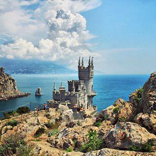 Castle Yalta | Castello di Yalta #castle #castles #castello #castillo #замок #castelo #istana #zamek #城 #Schloss #panorama #landscape #architecture #travel #trip #instatravel #tourism #holiday #vacation #building #travelling #amazing #beautiful #instagood #ucraina #ukraine #europe #yalta #europa #Украина