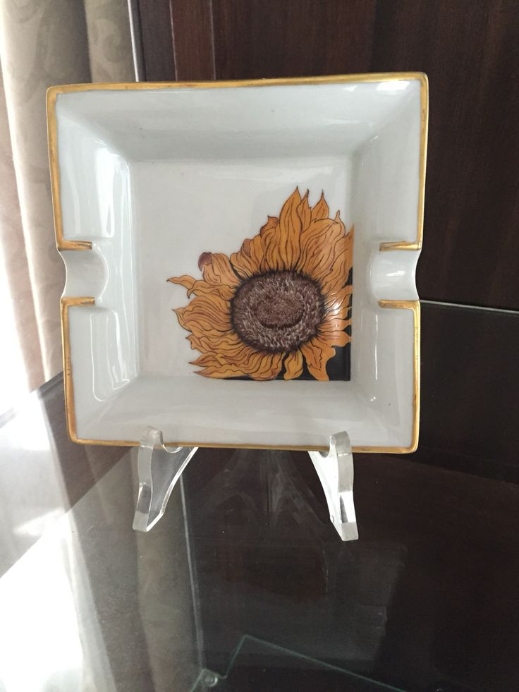 Sunfower on Limoges ashtray, with golden bordure painted by Sabrina