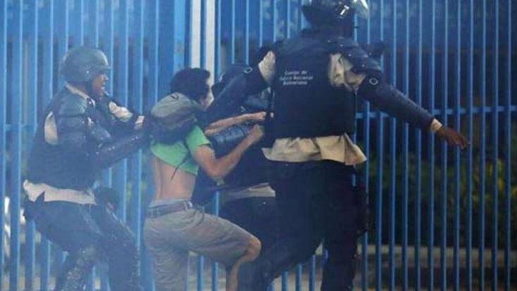 andreszpoliticaycultura: Militares venezolanos comienzan a rebelarse contra...