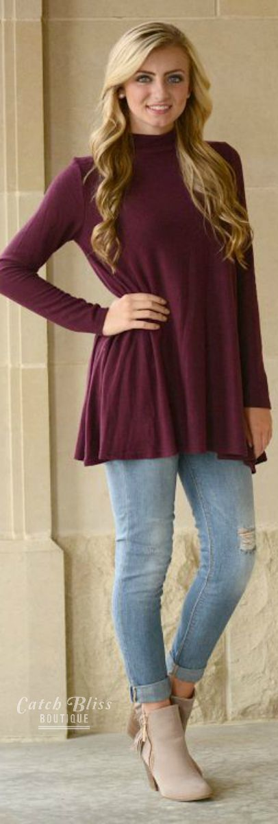 Fall tunic top. Women fashion top. Maroon top perfect for fall. Casual outfit. Apparel. Autumn apparel.