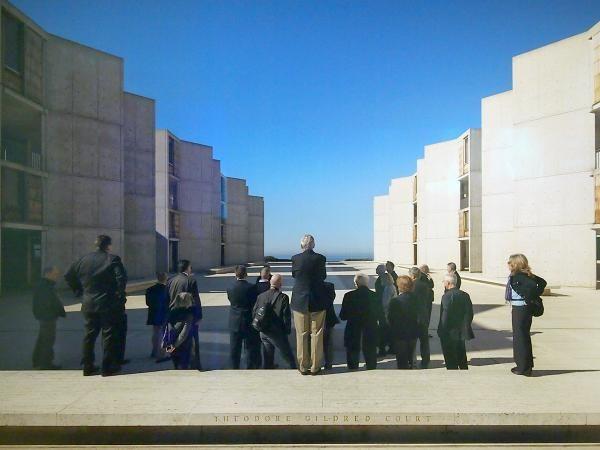 Photo of Louis Kahn's Salk Institute by Nils Koennig. Photo of photo: John Hill/World-Architects