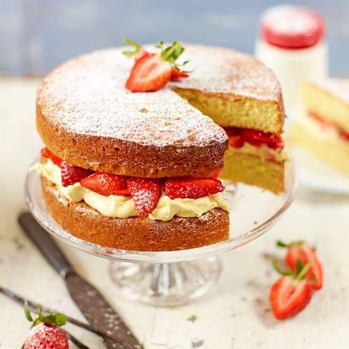 Wat is er nu lekkerder dan verse aardbeien met een heerlijke luchtige cake en room....