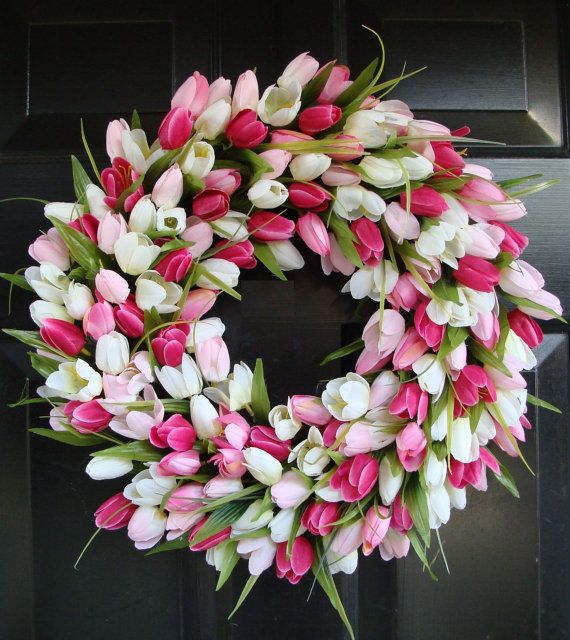 Love this gorgeous wreath for spring.