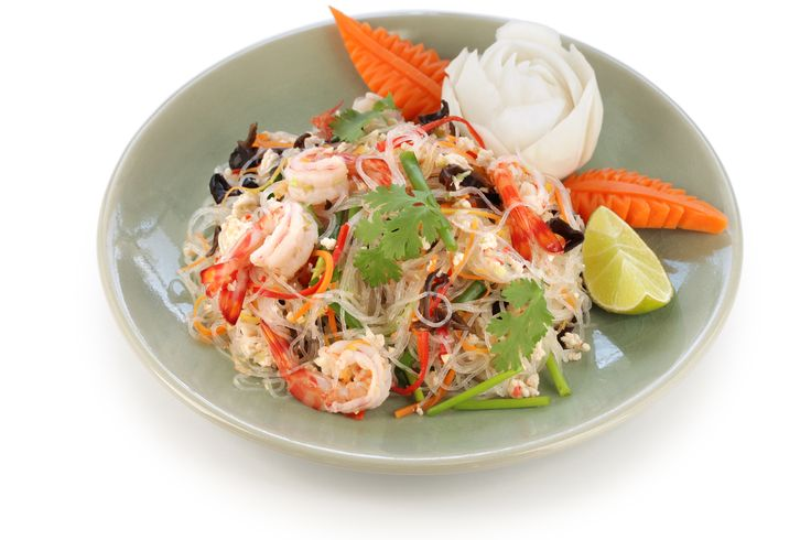 This salad, originally for the Central Plain, is often prepared with a mix of seafood and meat. Here's a recipe with prawns and pork.