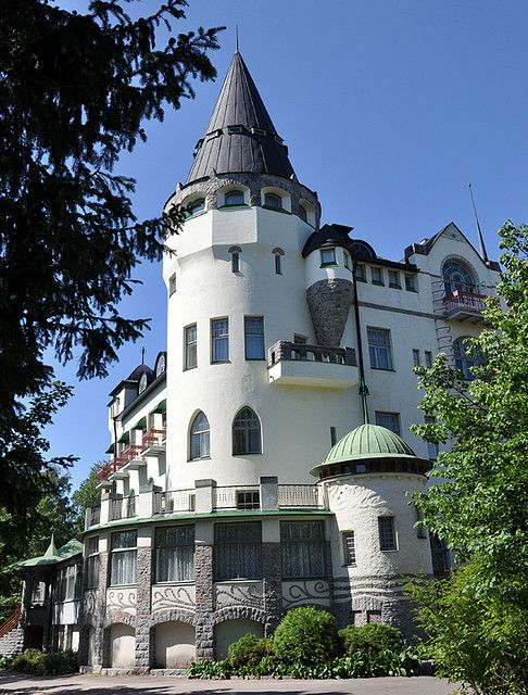 This castle-like building is Imatra Valtionhotelli , in art-nouveau style and now serving as hotel. Imatra is a small town near Russian border and this hotel is a famous landmark