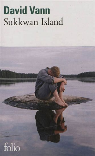 Sukkwan island par VANN, DAVID : Jim décide d'emmener son fils de 13 ans vivre dans une cabane isolée au sud de l'Alaska durant un an afin de renouer avec lui. Les dangers auxquels ils sont confrontés et les défaillances du père vont transformer ce séjour en cauchemar. Le fils prend alors les choses en main jusqu'au drame violent qui scelle leur destin. Prix Médicis étranger 2010, prix des lecteurs de L'Express 2010.
