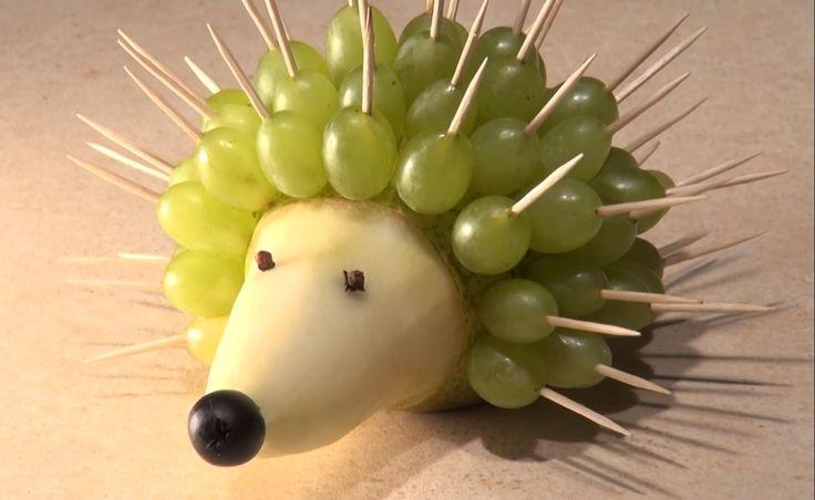 Gustarea-de-fructe.-Arici-din-struguri-si-para-VIDEO.jpg (1457×895)