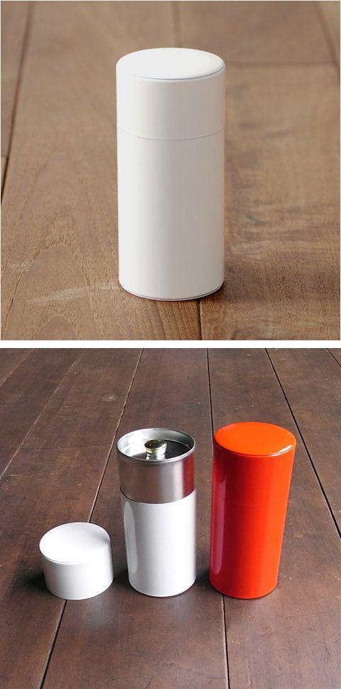 【お茶筒 白(中川政七商店)】/昔ながらの缶工場で、職人さんが手作りしたブリキの内蓋付きの白色のお茶筒です。2本揃えてお祝いの贈りものなどとしてどうぞ。 #weddinggift #gifts
