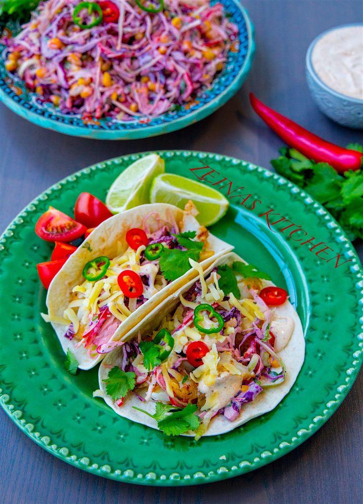 Enkel och god fisktacos som är omöjlig att misslyckas med. Du kryddar bara upp fisken med tacokrydda och steker den snabbt. Servera gärna med den goda tacosåsen ochljuvligacoleslawn som jag har föreslagit nedan. Annars kan du även servera fisken med klassiska tacostillbehör, som salsa, guacamole och sallad. Om du vill ha en frasig och panerad fisk kan du följa receptet på fish and chips och sedan servera i tortillabröd. 4 portioner Fisken: 4 st fiskfiléer (jag använder torsk) 1 msk…