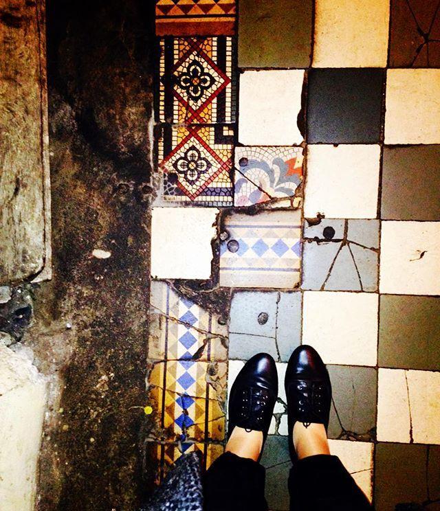 Kraków, ul. Grodzka iliketiles#interiordesign#ihavethisthingwithtiles#ihavethisthingwithfloors#floor#floors#floorcore#floortiles#tiled#tiles#tileart#tileporn#tilephile#carrelage#chaoqueeupiso#krakow#krakowfloors#poland#vintage#decor#design#flooristhatlove#staircase#shoesonthefloor#viewfromthetop#old#oldtown#oldfloor#oldschool#fromwhereistand#art