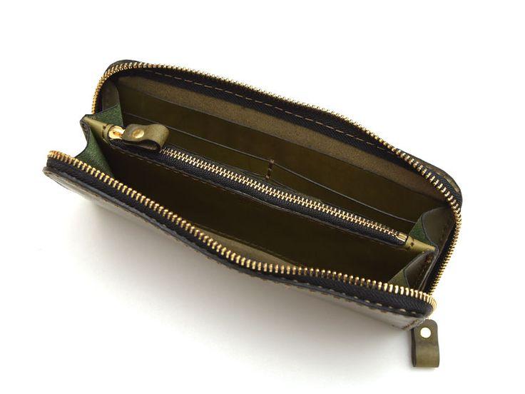 ミッスーリと呼ばれるイタリア革のプルアップレザーを使用したファスナー長財布。豊富な収納量と使いやすい構造でメンズ・レディース問わず人気の財布です。