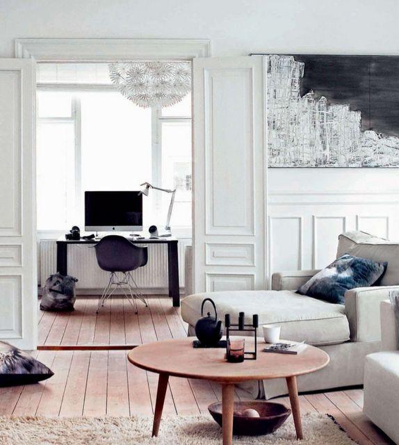 https://i.pinimg.com/736x/6f/12/58/6f1258cce9b7244d1237725208dc9b35--living-spaces-black-living-rooms.jpg