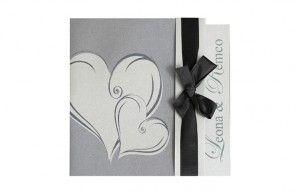 Luxe trouwkaart op zilver parelmoer karton met zwart lint (andere kleuren lint zijn optioneel). Te bestellen voor € 2,97 p.st.