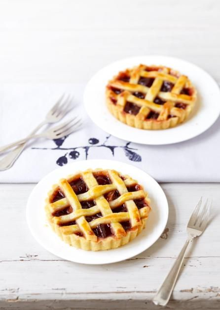 Rezept: Schlehen-Crostatas - [LIVING AT HOME]