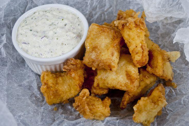 Iedereen heeft wel eens verse kibbeling op de markt gesnoept. Maar ook thuis kun je genieten van gebakken vis, want zelf kibbeling maken is heel makkelijk!    Elke