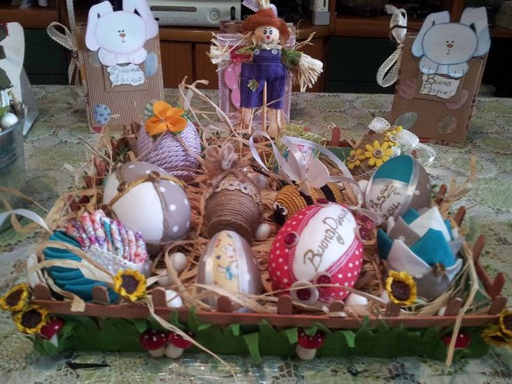 Uova dipinte a mano con patchwork. Handmade easter painted eggs.