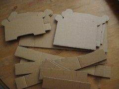 lit de poupée en carton DSC05476.JPG
